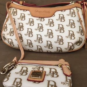 Small Dooney & Bourke purse /matching coin purse